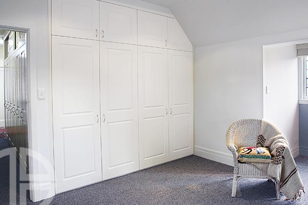 Brooklyn classic square hinged doors White Ash Thermoform